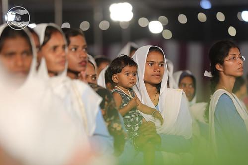 Devotees in devotion