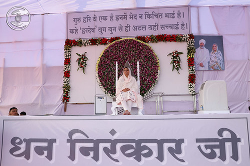 Satguru Mata Sudiksha Ji Maharaj on the dais