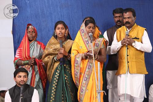Devotion song by Maya Bagade Ji and Saathi from Dahiwadi