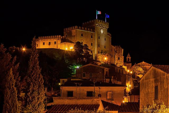 Castello di Rosignano Marittimo di notte / Castle of Rosignano Marittimo at night