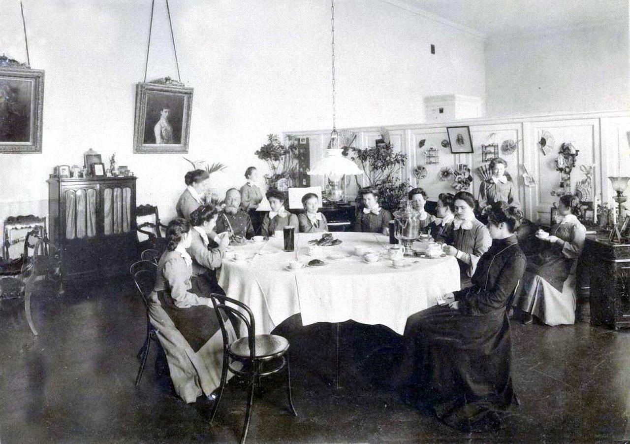 17. Чаепитие с гостями