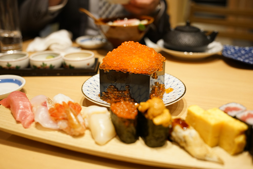 お魚総本家_寿司といくらごはん
