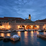 26. Mai 2019 - 20:32 - The Old Port in Dubrovnik, Croatia. I got some nice blue colors whenever the rain let up for a few minutes.