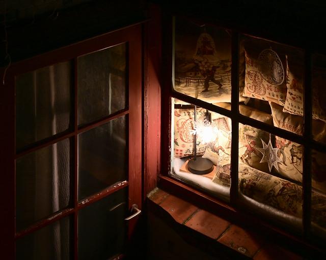 Detalles iluminados de Brujas en la oscuridad de la noche