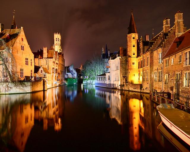 Muelle del Rosario de Brujas de noche
