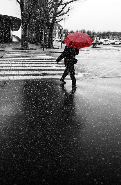 The red umbrella Friendship is an umbrella that fails to turn around when the weather is bad