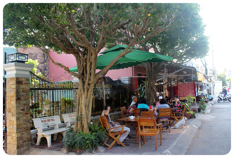 rach gia sidewalk cafe