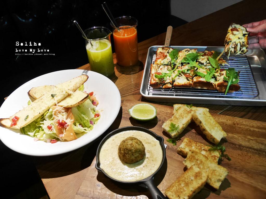 台北西門町附近不限時餐廳吃吧可久坐咖啡廳下午茶有插座適合看書小酌 (1)