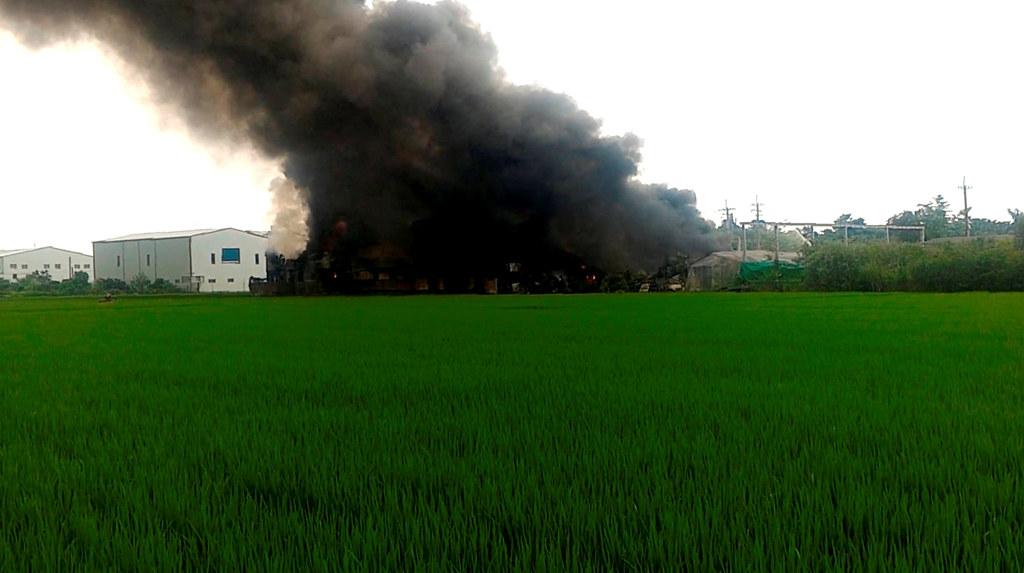 20190829彰化埔心農地違章工廠大火-1(當地居民攝 地球公民基金會提供)