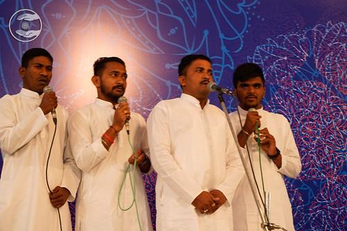 Devotional song by Dashendra Ji and Saathi