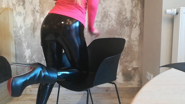 Latex and boots (1)