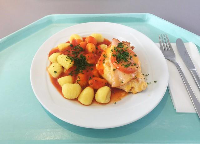 "Gratinted chicken breast with tomato sauce & gnocchi / Hähnchenbrust ""Tessin"" mit Tomatensauce & Gnocchi"