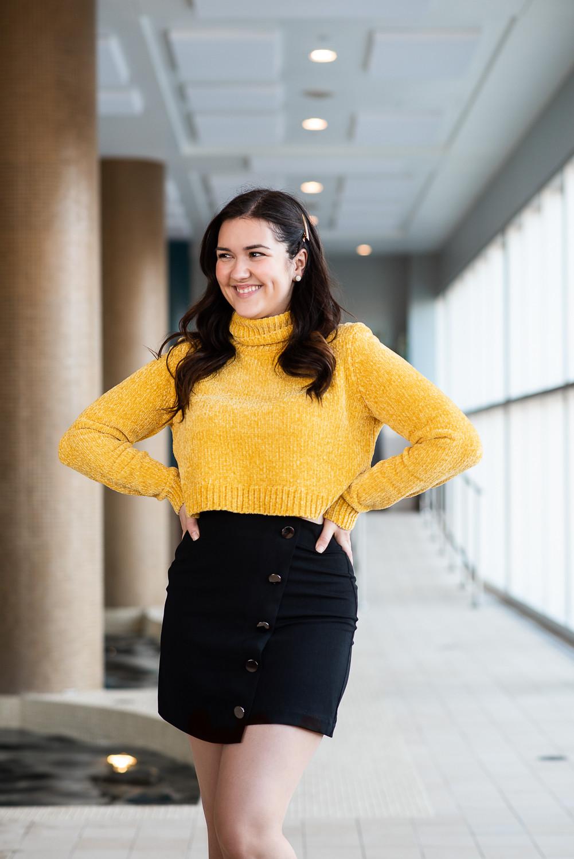 marie-chloé falardeau jupe noire crop top jaune