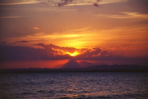 hammamet mediterraneansea republicoftunisia tunisie beach coucherdesoleil merméditerranée plage sea sunset تونس حمّامات