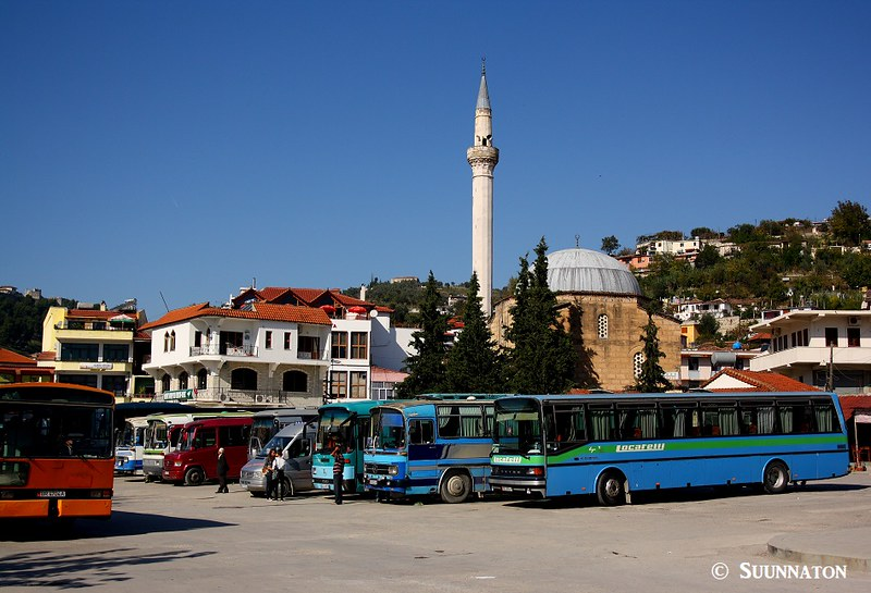 Berat, Albania, linja-autoasema