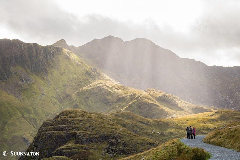 Snowdonian kansallispuisto, Snowdon, Miners Track, auringosateet