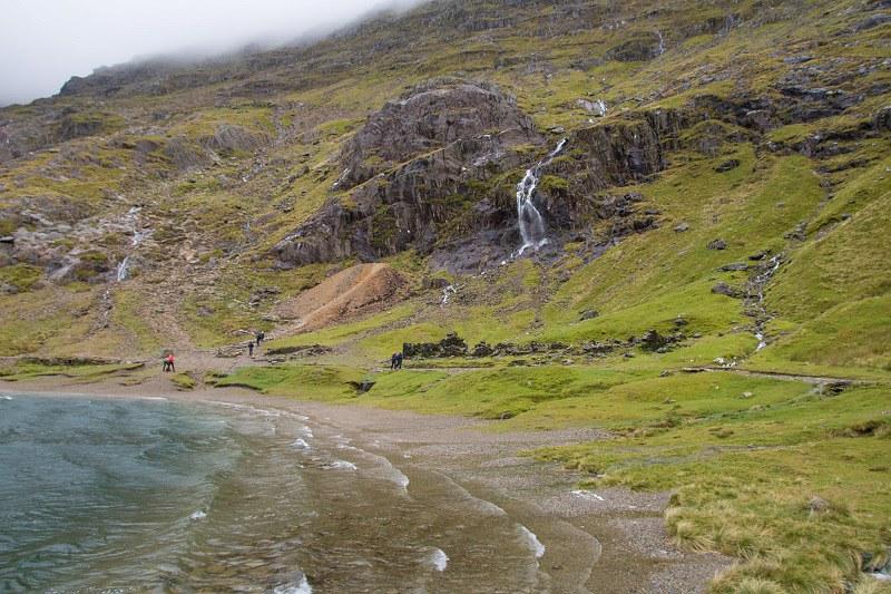 Snowdonian kansallispuisto, Snowdon, Miners Track, jarvi huipulla