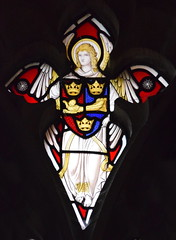 Angel with a shield of the Diocese of St Edmundsbury & Ipswich (Christopher Webb, 1927)