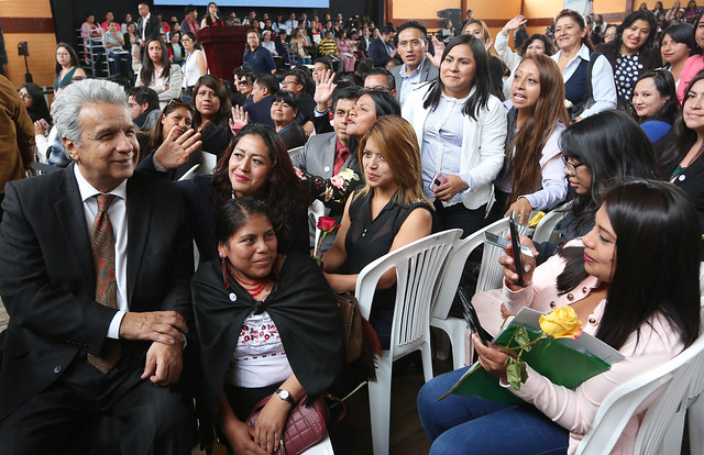"""PRESIDENTE MORENO ENTREGÓ NOMBRAMIENTOS A DOCENTES GANADORES DEL CONCURSO """"QUIERO SER MAESTRO"""". QUITO, 20-02-2020"""