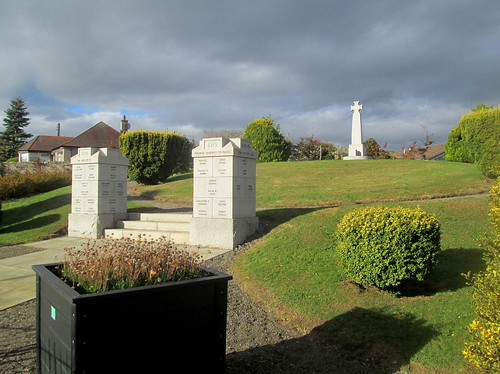 Drumoak War Memorial, Pillars and Cross
