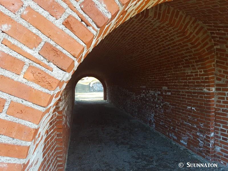 Taavetin linnoitus, tunneli