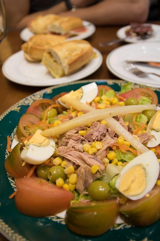 El jamon de gran via, ravintola, salaatti ja montaditos