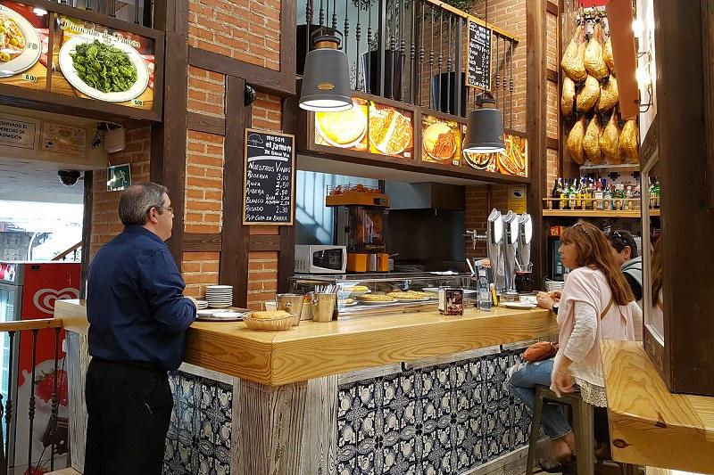El jamon de gran via, ravintola, baaritiski