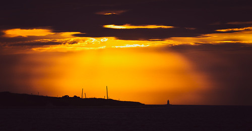 napatree point conservation area watch hill westerly rhode island ri orange silhouette lighthouse latimer reef clouds atlantic ocean new england rgrennan rwgrennan ryan grennan nikon 610 d610 beach sunset rays light