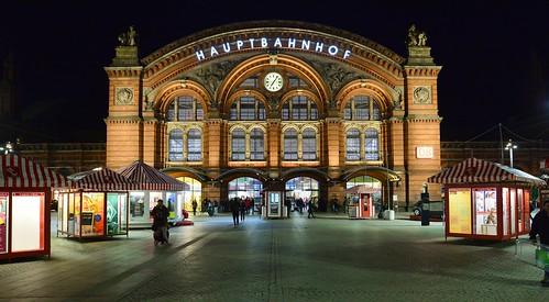 germany deutschland bremen bahnhofsplatz hauptbahnhof central train station brick building ziegelbau architecture architektur nacht nachtaufnahme night noche nuit notte noite ©allrightsreserved