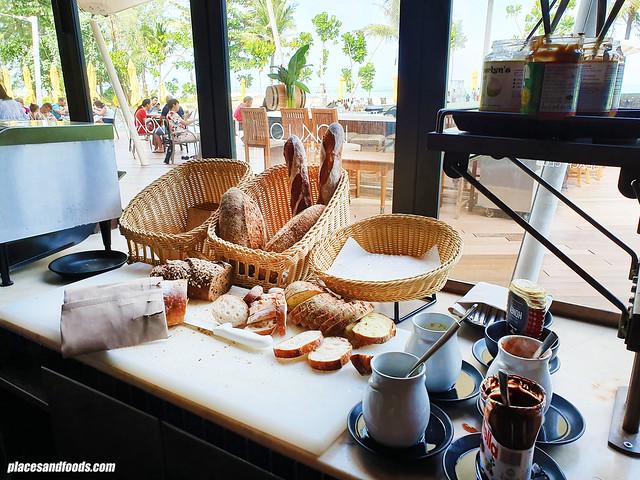 la vela khao lak kokulo breakfast
