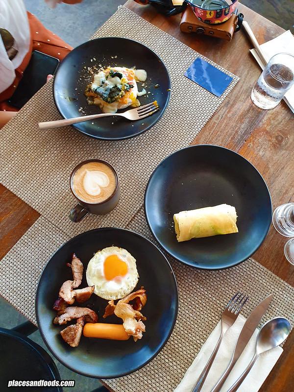 la vela khao lak breakfast