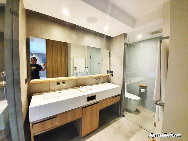 la vela khao lak bathroom