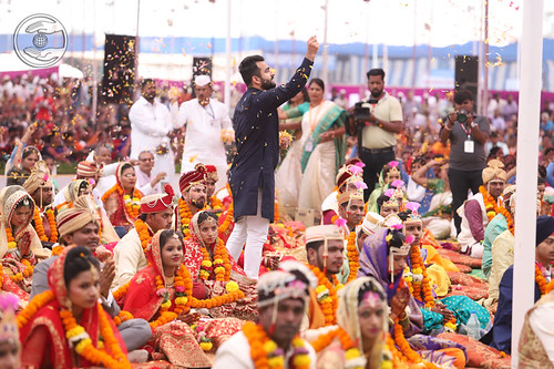 Rev Ramit Ji showered flower petals on the couples