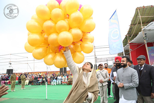 Her Holiness releasing balloons