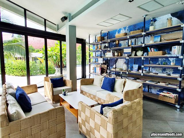 la vela khao lak library