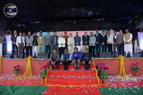 A group photograph with Her Holiness and Rev Ramit Ji