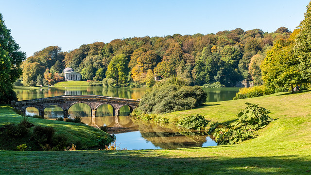 Stourhead lake, Palladian Bridge and Pantheon