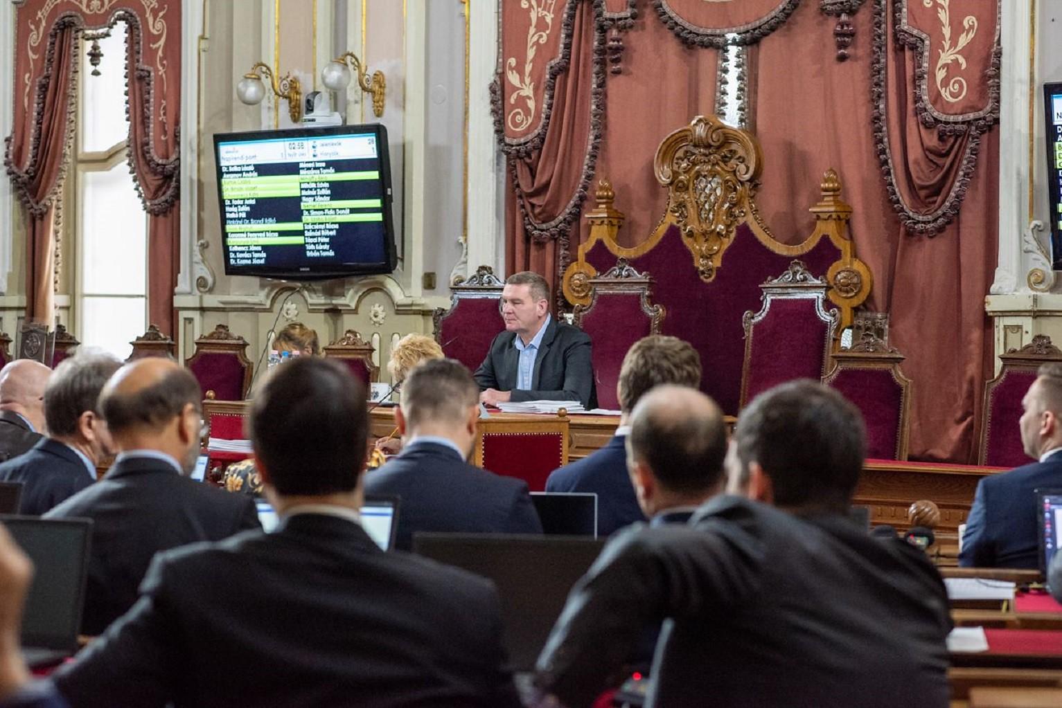 Elfogadták a költségvetést, és a parkolási rendszer átalakítását is megszavazta a közgyűlés