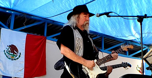 Blue Jay Slim was the hit of Sunday at the Chili Cook Off (1)