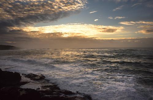 depoebay oregon oregoncoast pacificnorthwest evening dusk sunset winter december garyquay nikon waves tide clouds colorful nightfall