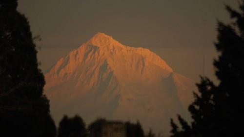 mtt hood oregon alpinglow sunset out my kitchen window