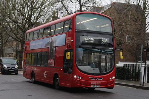 London United VH45124 on Route 306, Hammersmith