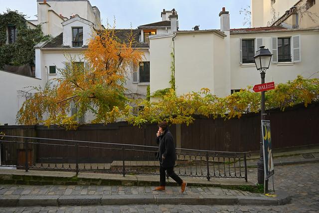 Montmartre - Paris - Rue Poulbot / Lonely walker