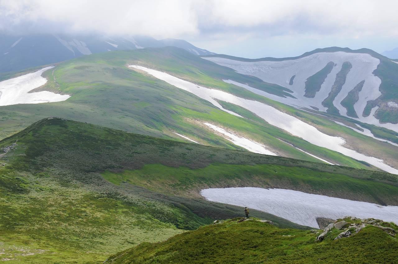 夏の飯豊連峰 テント泊縦走登山(電車・バス利用)