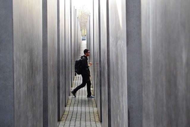 holocaust-memorial-1416910_1280