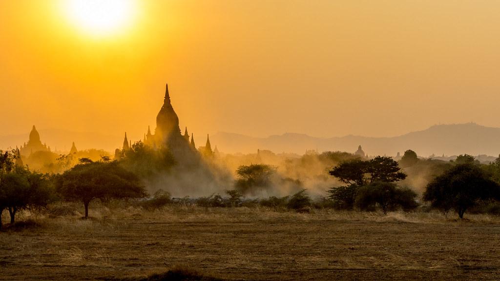 Bagan. Sunset.