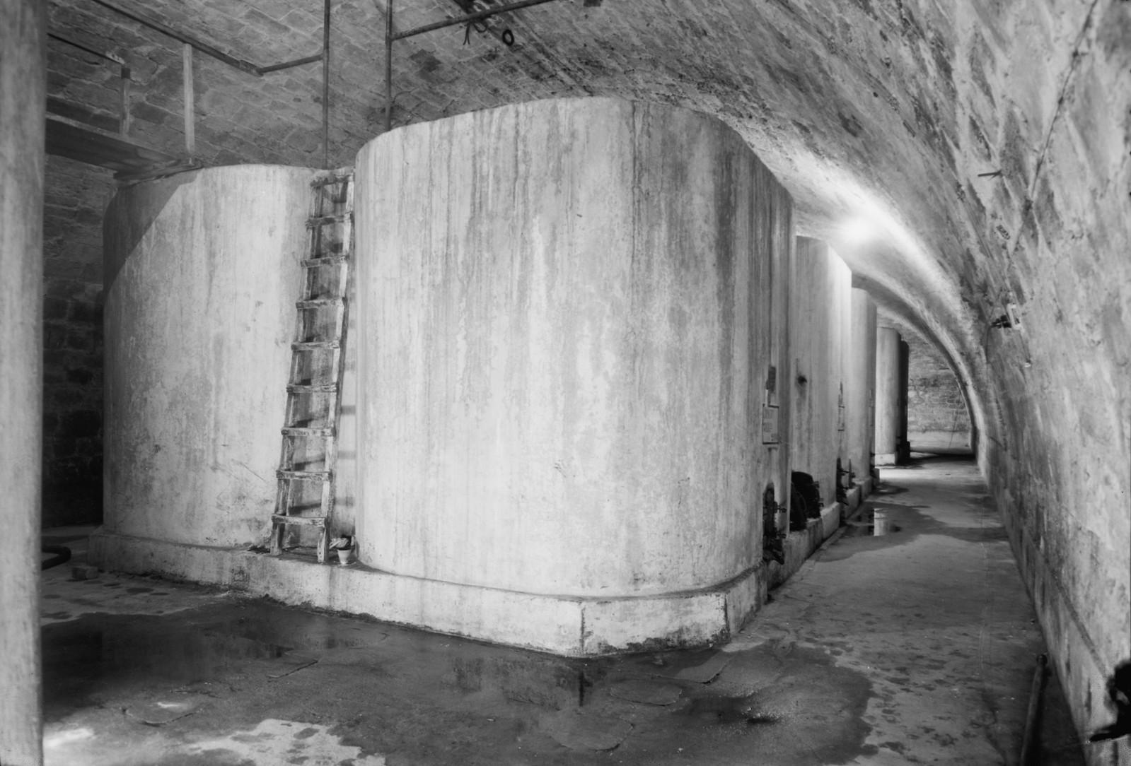 15. Большие подземные бетонные контейнеры для холодного хранения