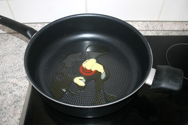 18 - Butterschmalz in Pfanne erhitzen / Heat ghee in pan