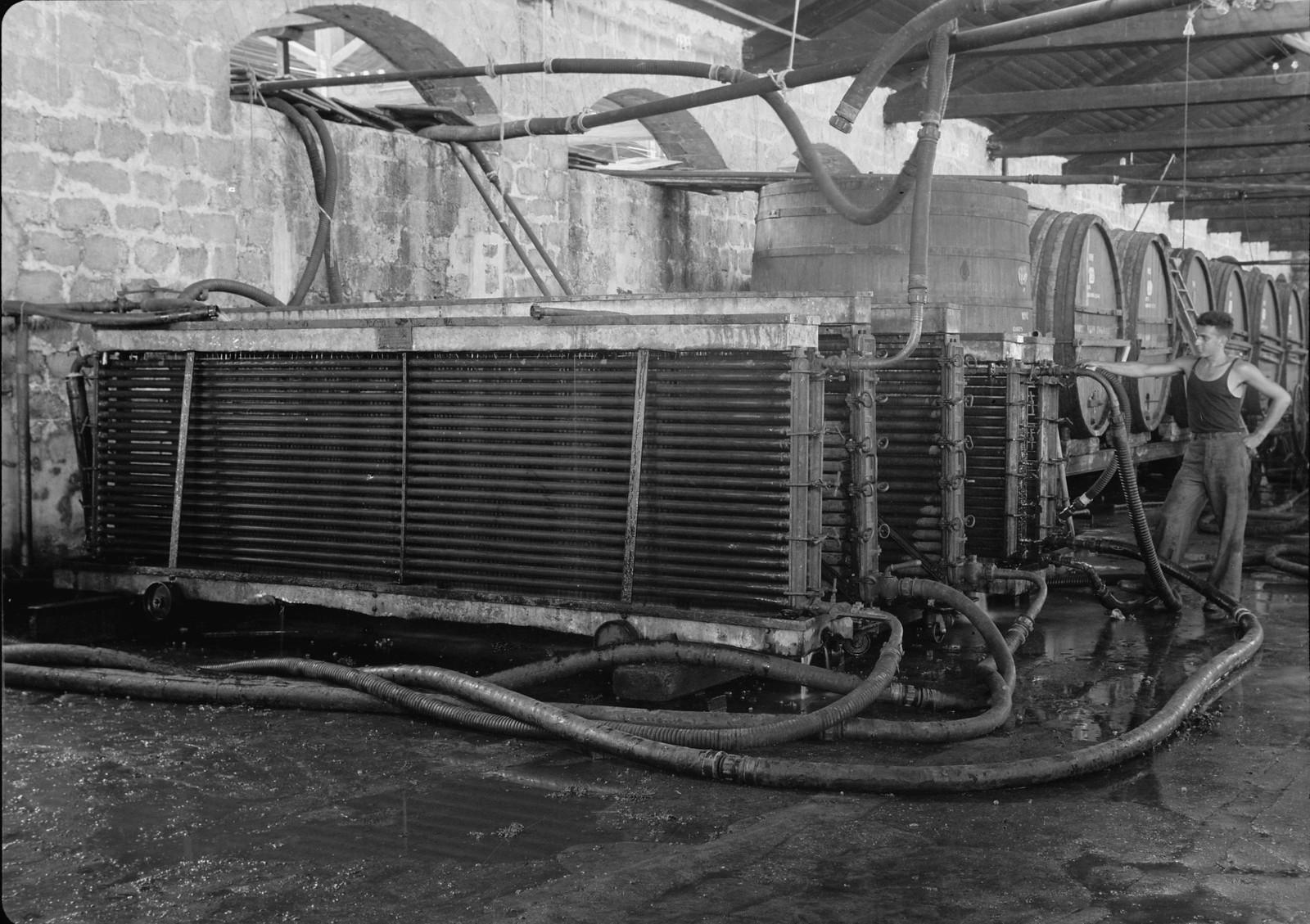 13. Холодильное оборудование в погребах (Винные холодильники в действии во время ферментации)