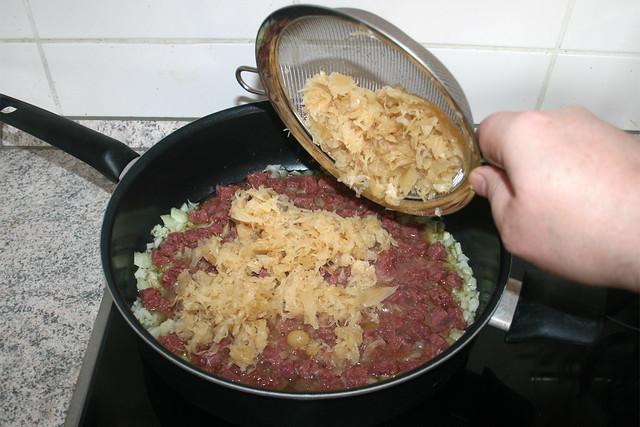 24 - Sauerkraut hinzufügen / Add sauerkraut